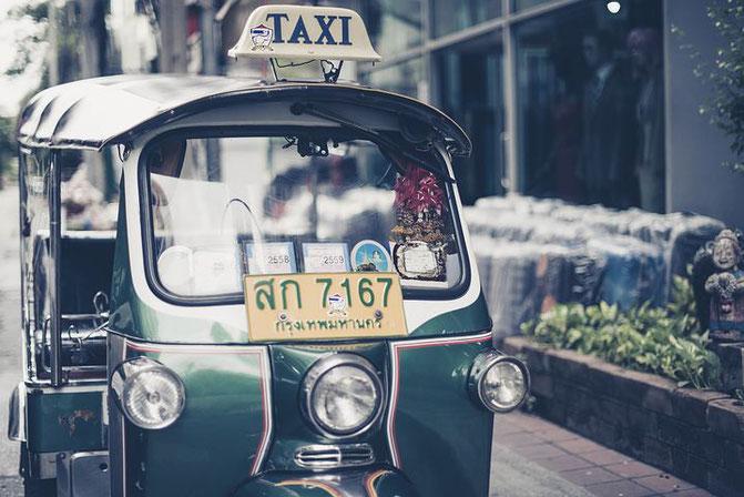タイ、街並み、トゥクトゥク、