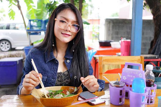 タイ人女性、