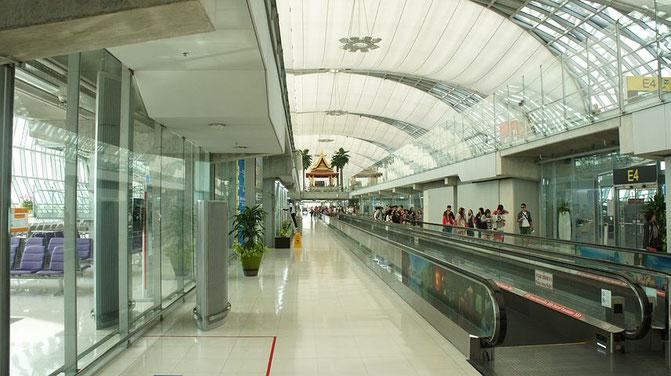タイの空港、入国管理局、