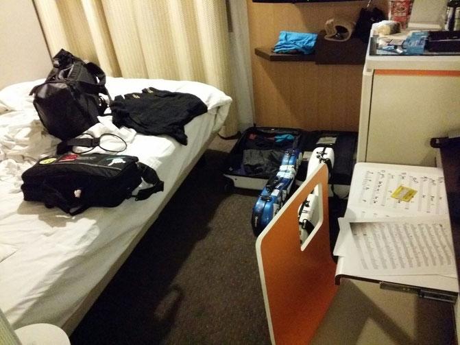 滞在先のホテルの部屋を自分の使いやすいように粉ーディネート中☆