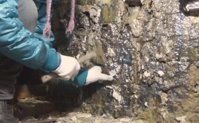 ひみこ窯 内部側面の凹凸の処理作業