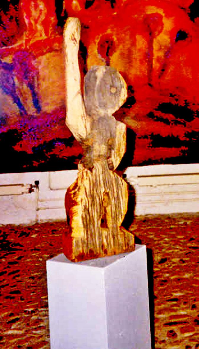 Pedro Meier – »Eisenbahner in der Prärie« – Eichenholz-Skulptur / alte Eisenbahnschwelle aus dem Elsass – im Hintergrund Öl Jute Bild – Galerie »Zur gelben Frau« Bremgarten – Bilder & Holzplastiken 1988 – © Pedro Meier Multimedia Artist SIKART Zürich
