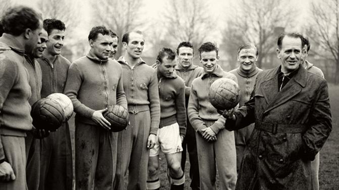 Sepp Herberger (à droite) fut le premier sélectionneur a décrocher le titre mondial pour la Mannschaft.