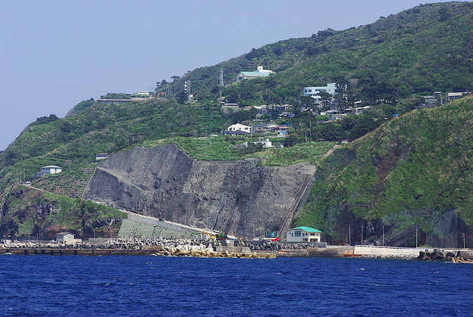 How to get Mikurajima and where to stay?