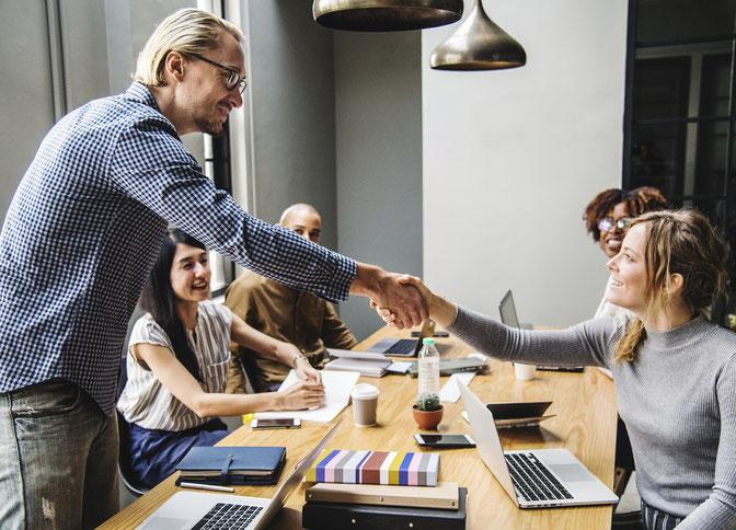 Simply Enjoy HR, le partenaire qui se charge pour vous des relations de travail entre vos collaborateurs et vous