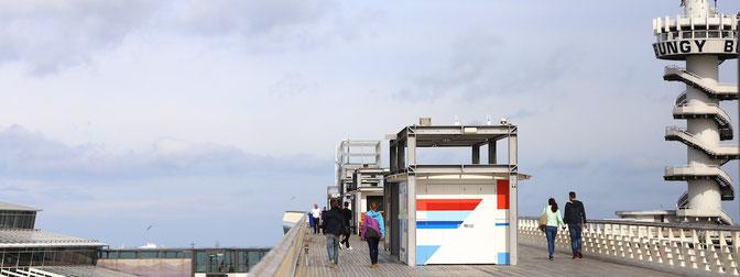 Fußgänger auf dem Pier von Scheveningen
