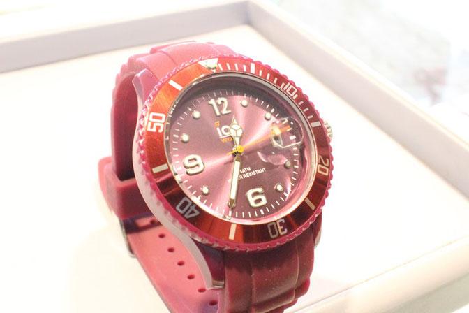 見た目にダマされてはいけません【オメガ手巻き腕時計の分解 ...