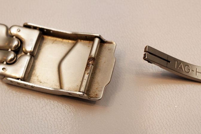 金属の劣化で「もげて」しまったタグホイヤーベルト中留バックル