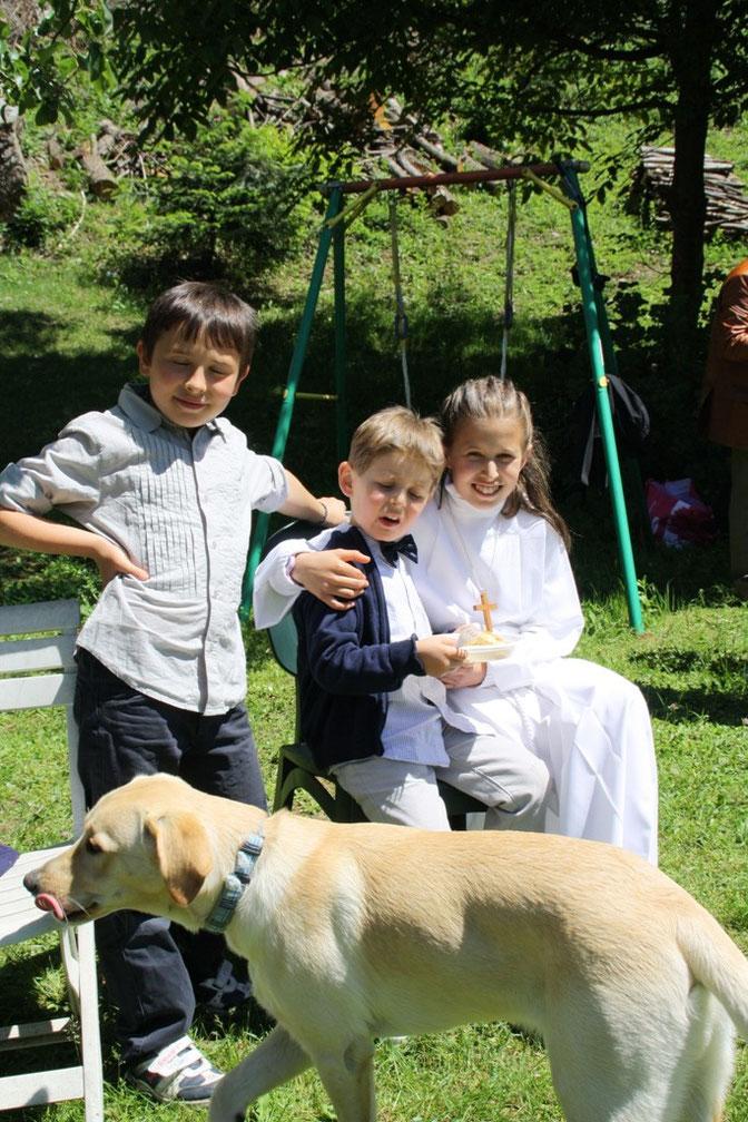 I miei nipoti Filippo, Oscar e Giulia e il cane Jack - Mis nietos Felipe, Oscar y Julia y el perro Jack - My nephews Philip, Oscar and Julia and Jack the dog.