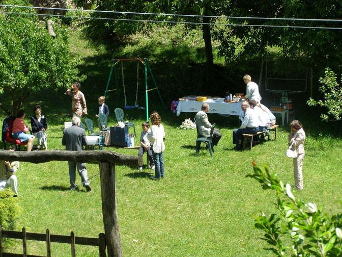 Festeggiamento in giardino - Fiesta en el jardín - Celebration in the garden