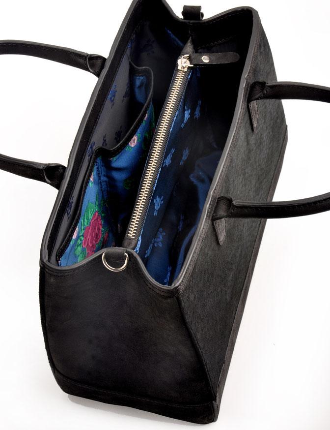 Trachtentasche versandkostenfrei kaufen. Leder schwarz mit Stickerei. OWA Tracht Ledermanufaktur