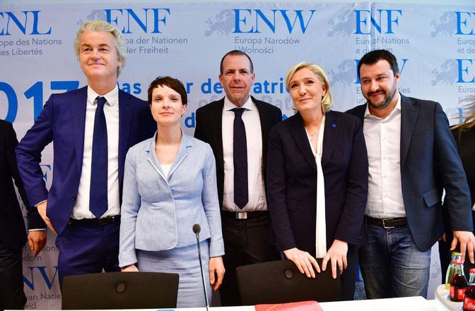Nella foto da sinistra verso destra: Geert Wilders, Frauke Petry , Harald Vilimsky , Marine Le Pen, Matteo Salvini
