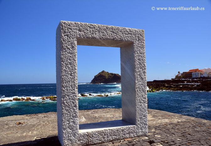 "Skulptur von Kan Yasuda ""Tensei Tenmoku"" - Tür ohne Tür"