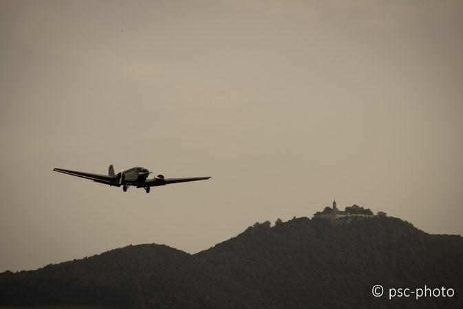 Ju 52 unterhalb der Teck