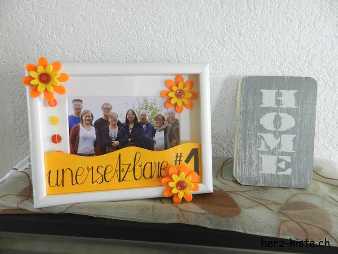 Muttertagsgeschenk - unersetzbare Nummer 1 gelettert mit Foto im Bilderrahmen
