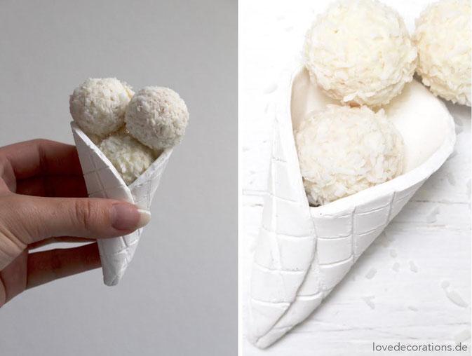 selbstgemachte Eiswaffeln aus Fimo mit Raffaello
