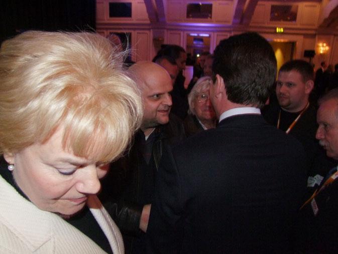 Hoteldirektor Stefan Veith nimmt sich Zeit für Verteidigungsminister Guttenberg
