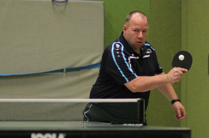 Michael Bähr unterlag mit den Herren I in Recklinghausen deutlich.
