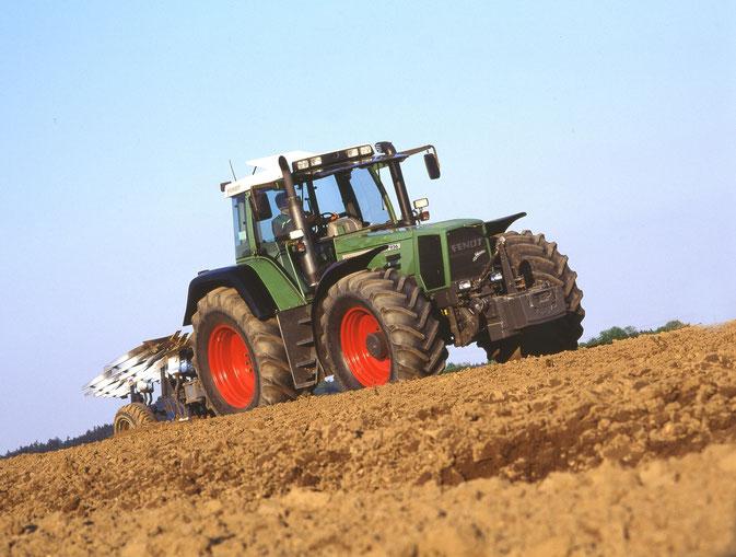 Fendt Favorit 926 Vario Traktor mit Pflug