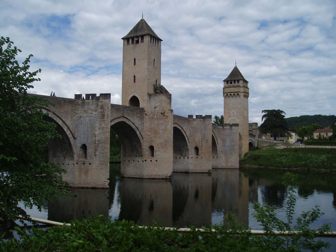 Chemin de Compostelle, voie du Puy : Cahors,le Pont Valentré.