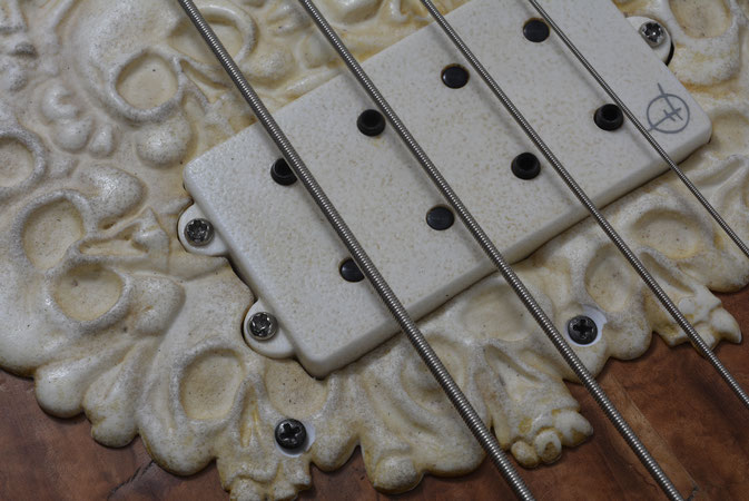 Bas-relief scratch plate in antique ivory, to fit M.M. Stingray  bass guitar