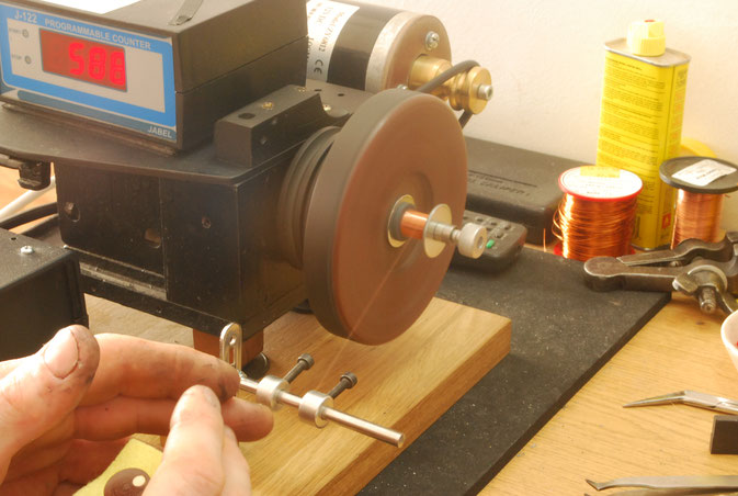 HAND WINDING A BASS GUITAR PICKUP