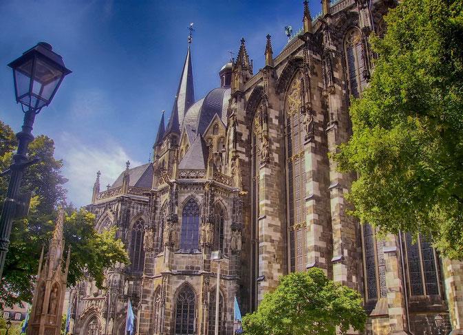Aachen Dom, Blick vom Münsterplatz (Quelle: Pixabay)