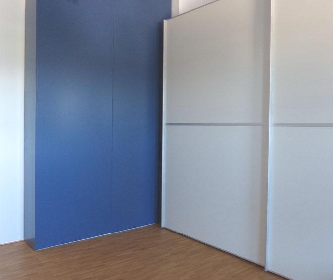 Dunkelblau wand interior design und m bel ideen - Dunkelblaue wand ...
