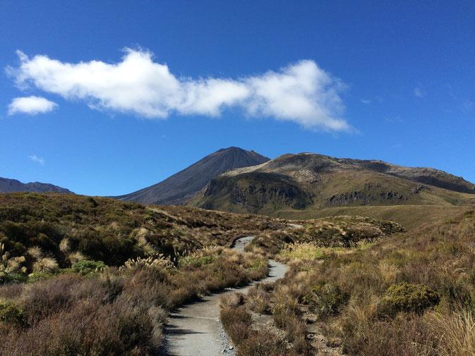 Marche en direction de la montagne du destin.