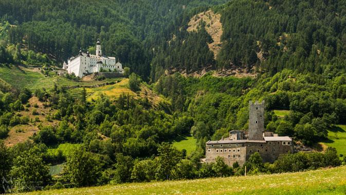 Kloster Marienberg und die Fürstenburg bei Burgeis