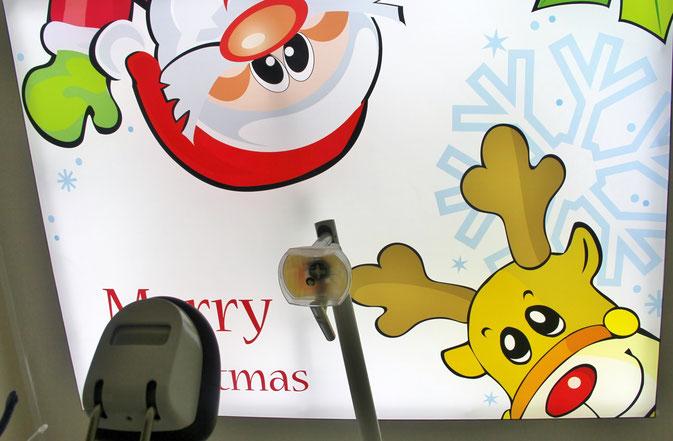 Weihnachtsmotiv Deckenbild - Led beleuchtet, in der Zahnarzt Praxis.