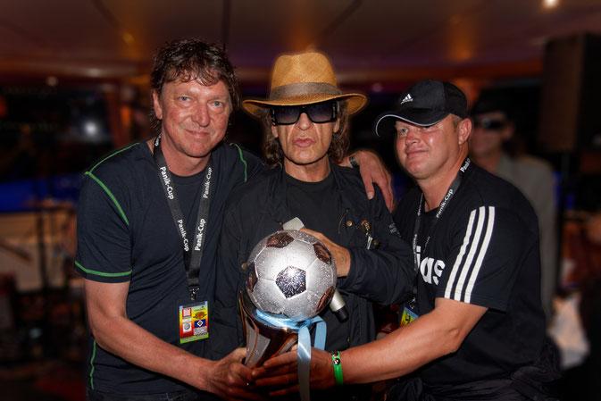 Tom Webmaster/Fotograf, Udo L. Rocksänger die Nr. 1 in Deutschland, Diddimatic der Erfinder des Panik Cup in Deutschland (von links)