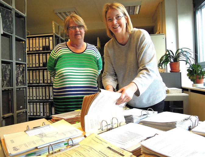 Kirsten Bollin, Leiterin DRK-Suchdienst Hamburg, rechts: Kathrin Blankenburg, Leiterin Fachbereich