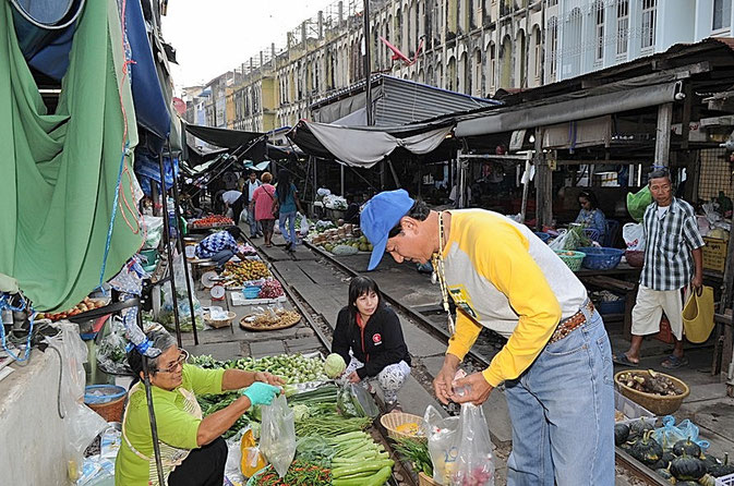 Mae Klong Trainmarket
