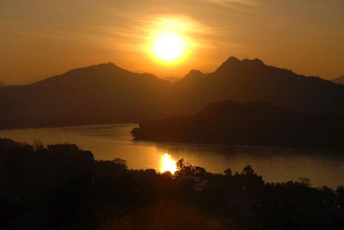 Sonnenuntergang über dem Mekong in Luang Prabang