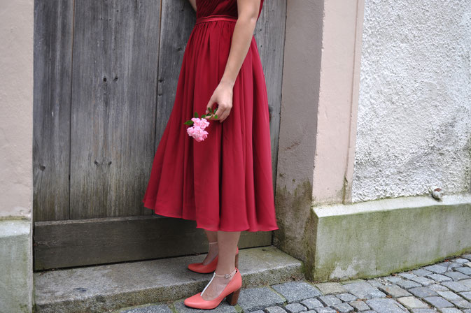 Herbsthochzeit - Gastoutfit - FAIRY TALE GONE REALISTIC Modeblog Passau JJsHouse Rotes Kleid