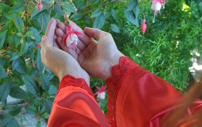 Roter Seidenkimono - Nachtwäsche selbst genäht Buchrezension #lifestyle #qualitytime #sewing #selbstgenäht
