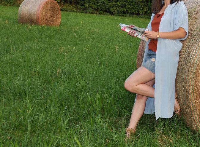 Wer liest denn heute noch Modemagazine? Outfit selbstgenähter hellblauer Mantel selbstgenähtes Top Jeansrock Modeblog fairy tale gone realistic Passau Niederbayern München OOTD