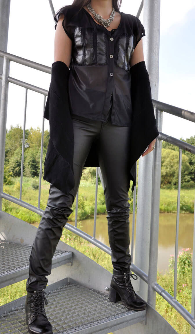 All Black Everything Rockchick selbstgenähte Bluse DIY Fashion Nähblog Fairy Tale Gone Realistic Modeblog