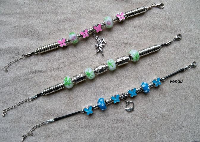 Bracelets perles de métal et perles de verre (18 cm environ) : 5.00 €