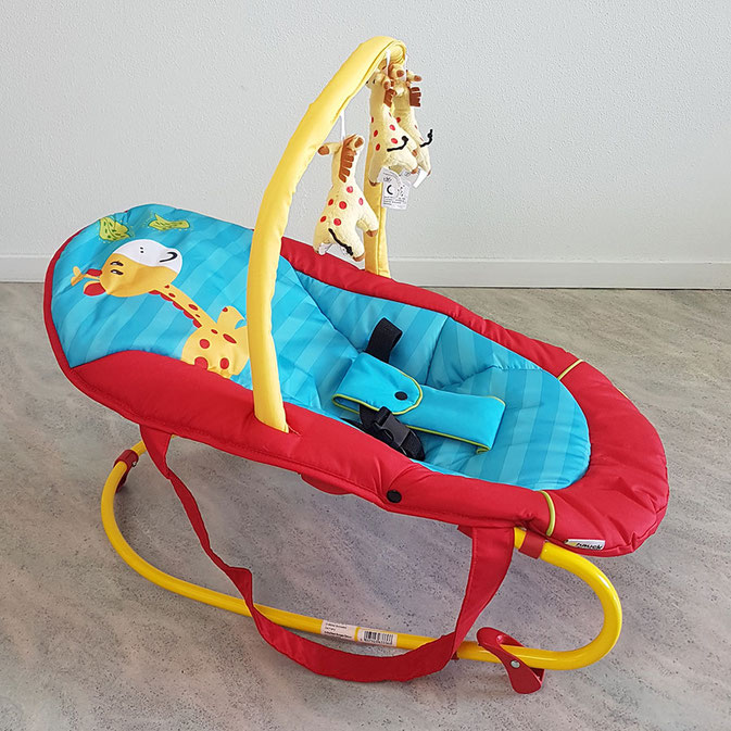 Babywippe mit Spielbogen