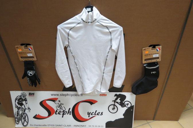 gants noret , sous maillot hiver 40€00 , chaussettes  hiver windtex NORET 19€95 , surchaussure hiver  33€00