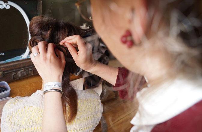 Salon de coiffure style 40's au Camp Arizona 2016 à l'occasion des commémorations du Jour-J.