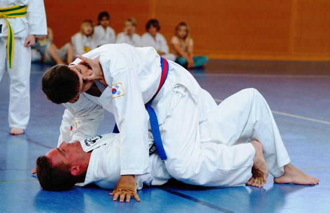 Selbstverteidigung für Kinder, Jugendliche, Frauen, Erwachsene in der Taekwondo - Sportschule Adelzhausen