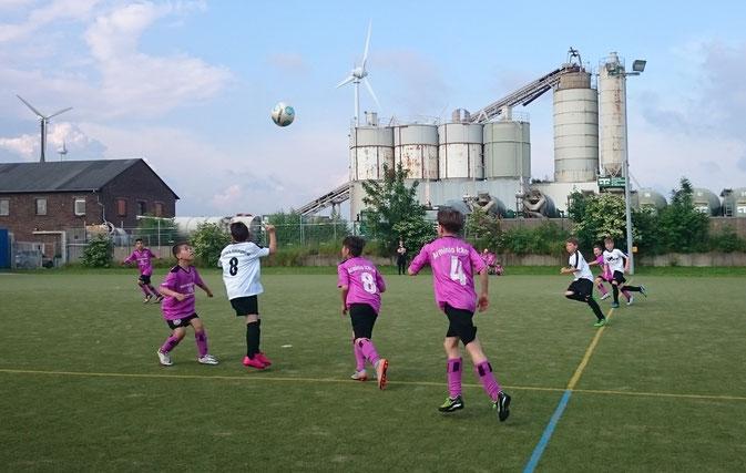 30.05.2016:  2:1 Sieg gegen Victoria Habinghorst bei den Feldstadtmeisterschaften( Ausrichter Blau-Gelb Schwerin)