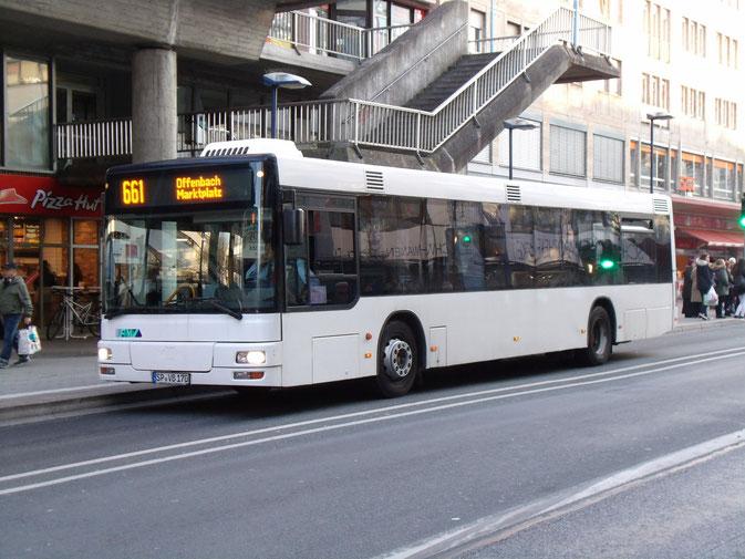 Wie viele der aktuell eingesetzten Busse stammt auch SP-VB 170, ein MAN NL 313, von Blesinger, Haßloch/Pfalz, und war dort als DÜW-BV 70 im Einsatz.