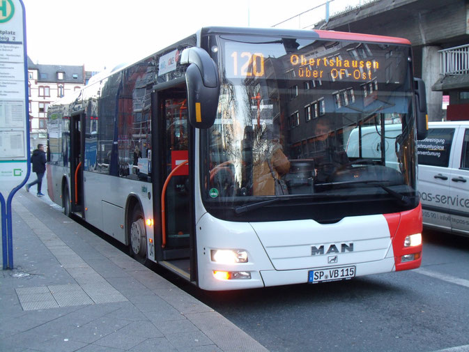 Ende einer Ära - Photo zum Abschied: ABV, ex-Bussparte von ABS Bonifer, ist nicht länger Auftragnehmer der Offenbacher Verkehrsbetriebe GmbH (OVB). Im Bild SP-VB 115, #247, MAN A37.
