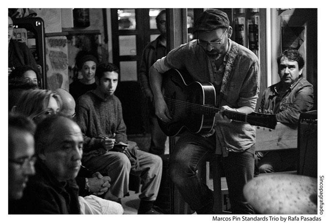 """Marcos Pin · Marcos Pin Standards Trio · Cafe """"El Puente"""" ( Santiago de Compostela ) · 24 /10 / 2013  Photo: Rafa Pasadas"""
