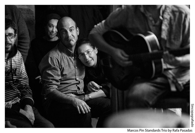 "Público / Marcos Pin · Marcos Pin Standards Trío · Cafe Free Jazz "" El Puente"" ( Santiago )   24 / 10 / 2013  · Photo : Rafa Pasadas"
