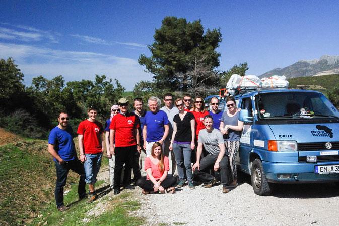 Gruppenbild aller Teammitglieder bei der Spendenfahrt 2014